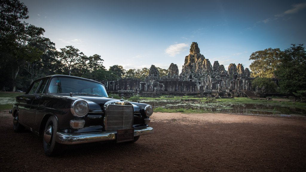 Vintage Car at the temples 02