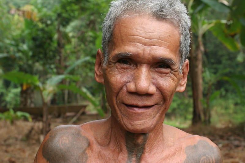 portrait de grand pre iban tribe in Borneo