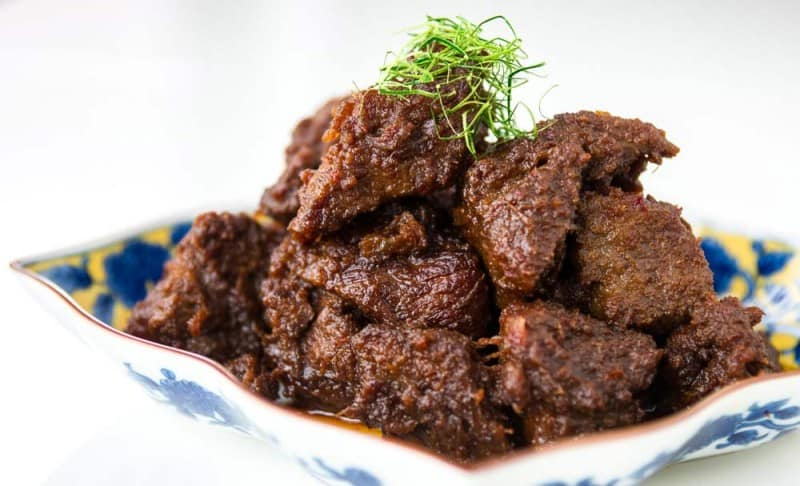 Beef Rendang on a colourful plate
