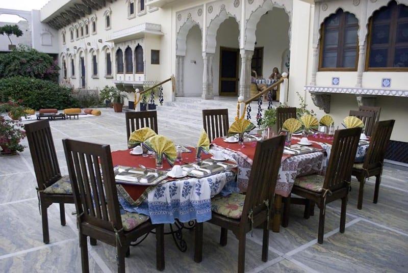 DeraMandawa Outdoor Dinning
