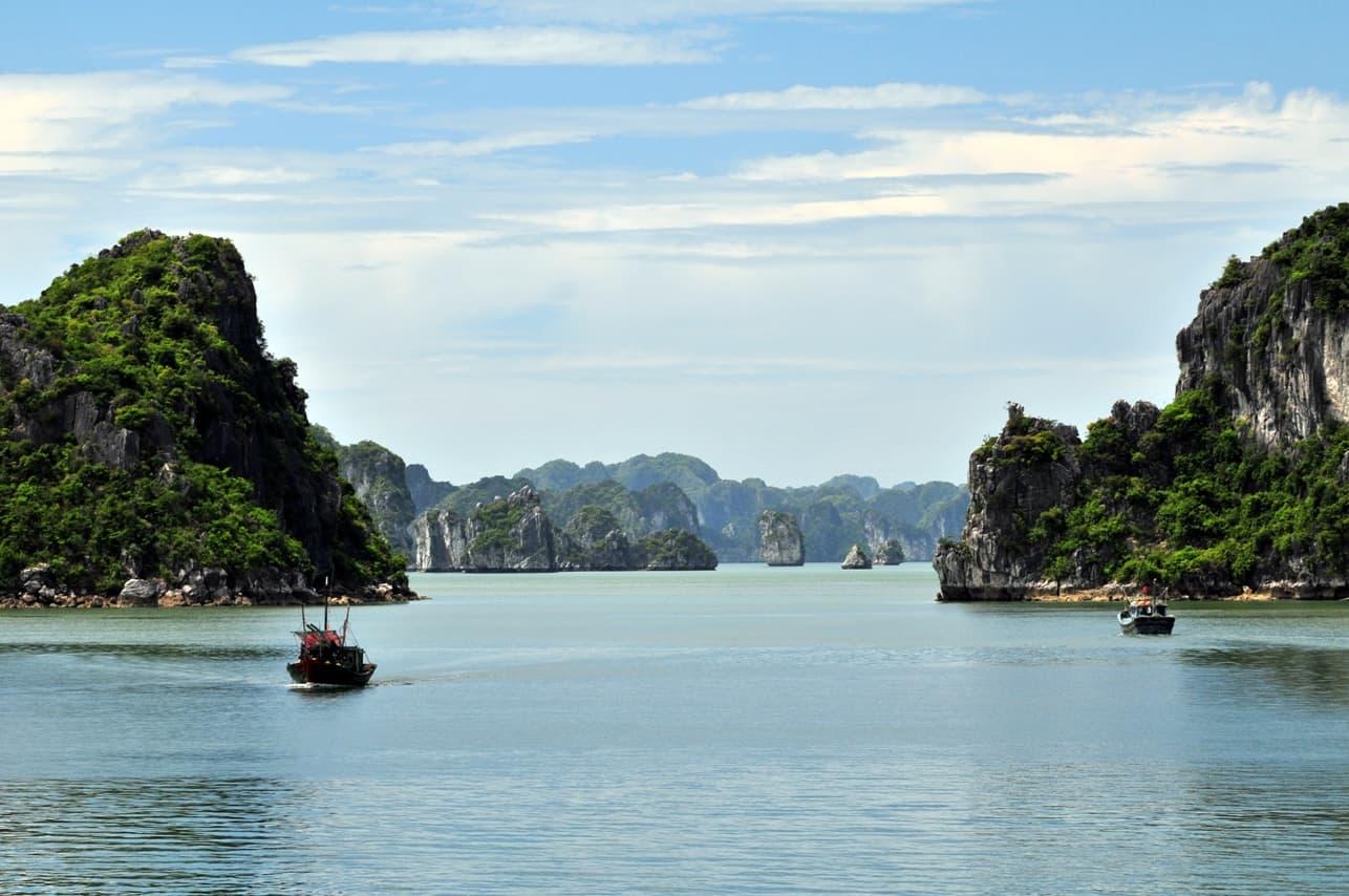 Bai Tu Long Bay on a sunny day