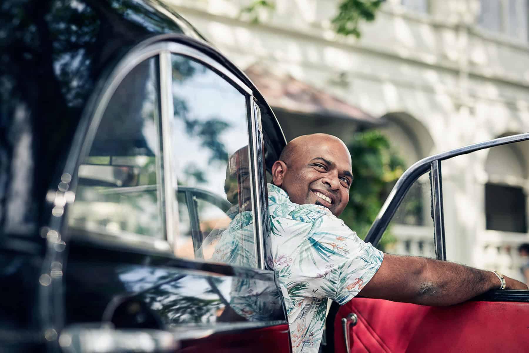Chauffeur Guide in Sri Lanka outside Amangalla