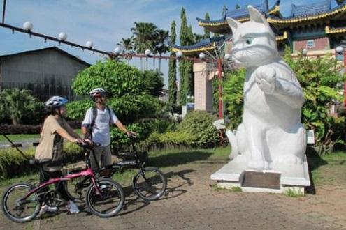 Kuching by bike