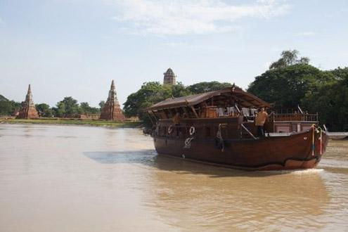 """travelling train and small river boats This would withdraw only 200 """"small"""" billion passengerskilometre from  to  commuting to work : the rest is for driving kids to shools, shopping, going on   switchable to trains, and to river boats for a small part (see below), but."""