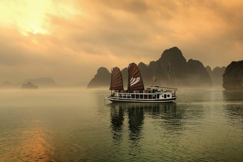 Breathtaking Halong Bay (day or overnight)
